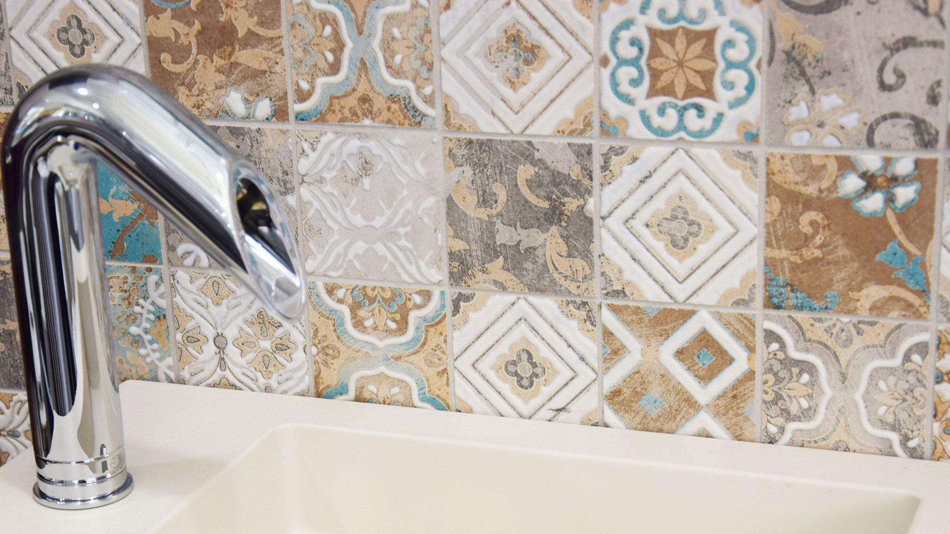 Piastrelle bagno roma interesting piastrelle bagno moderno consigli bagno with piastrelle bagno - Piastrelle bagno damascate ...